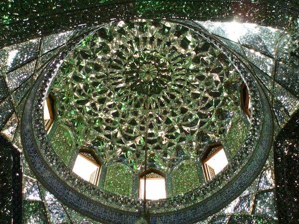 Vẻ đẹp gây choáng trong thánh đường Hồi giáo có vẻ ngoài đơn giản - 15