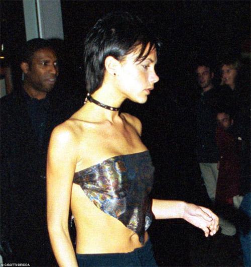 12 lần mặc xấu khó đỡ của bà xã Beckham - 1