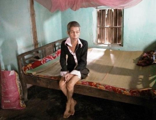 Cụ bà 87 tuổi nuôi 2 con tâm thần không được hộ nghèo - 2