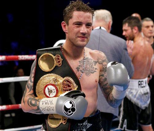 """Boxing: """"Độc cô cầu bại"""" thua sấp mặt trước """"Nhà vua"""" - 2"""
