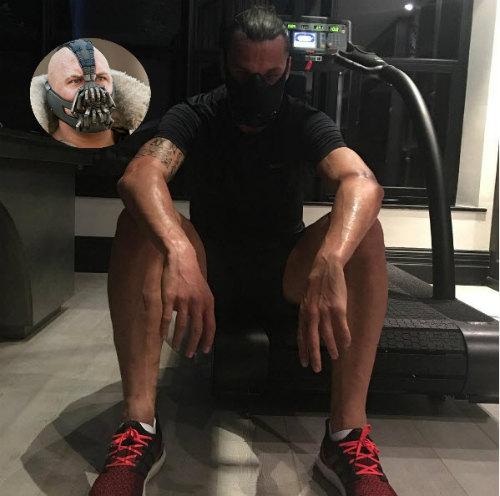 """MU: Ibrahimovic đeo mặt nạ """"dị"""", tập luyện điên cuồng - 1"""