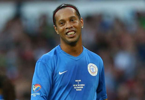 "Ronaldinho ""trên tài"" Zidane, Pele, Maradona - 1"
