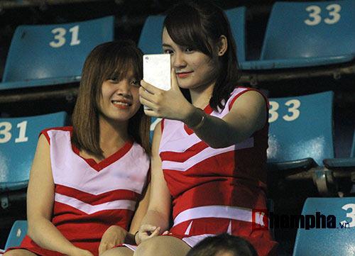Người đẹp Hoàng Yến Chibi cổ vũ Hoàng Nam ở Vietnam Open 2016 - 11