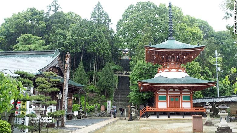 """Ngôi đền treo hàng trăm """"bộ ngực"""" phụ nữ ở Nhật Bản - 1"""