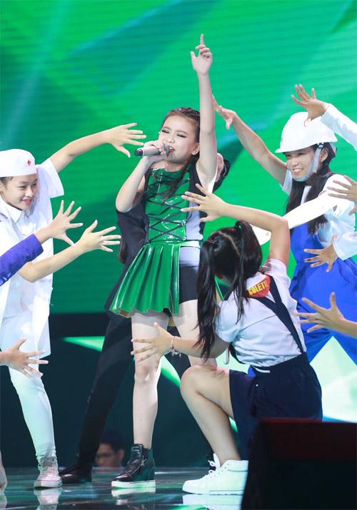 """Tiểu Thu Minh"" gây sốt The Voice Kids - 4"