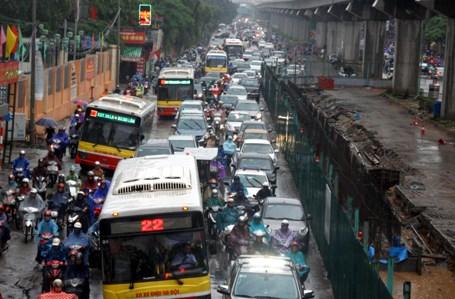 HN muốn thêm 500 xe buýt nhưng sợ không có đường chạy - 1