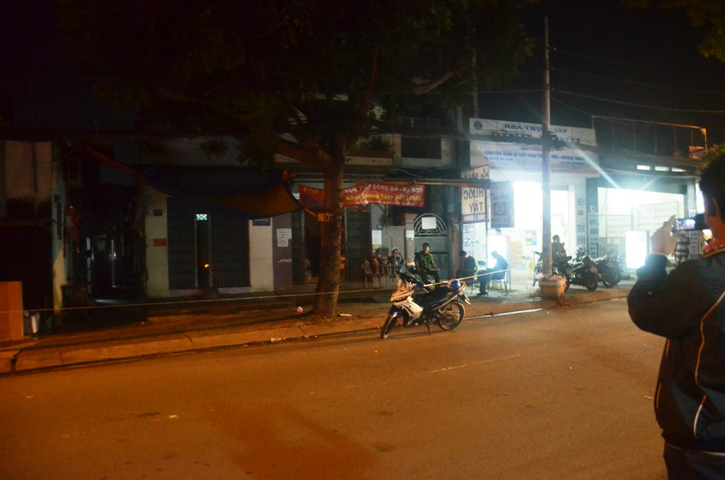 Nam thanh niên bị đâm gục trong quán cà phê ở Sài Gòn - 1