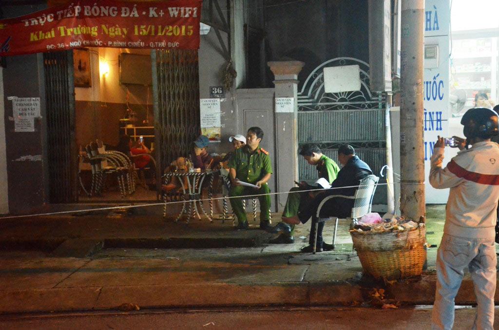 Nam thanh niên bị đâm gục trong quán cà phê ở Sài Gòn - 2