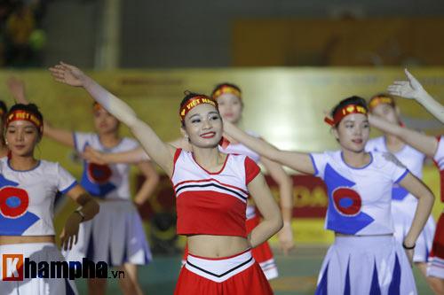 Ở tuổi băm, Hoa khôi Kim Huệ tung hoành trên sân - 2