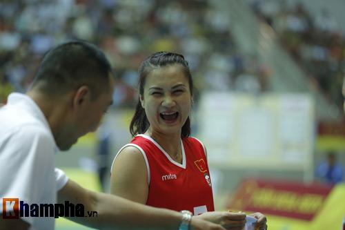 Ở tuổi băm, Hoa khôi Kim Huệ tung hoành trên sân - 8