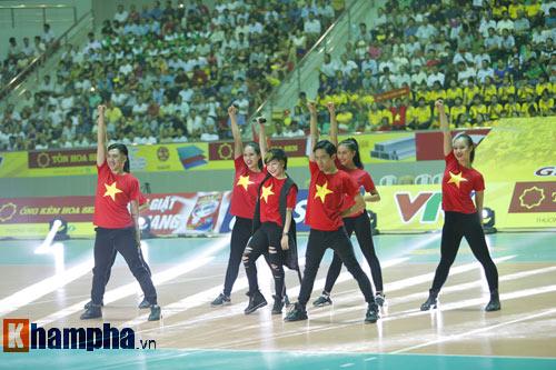 Ở tuổi băm, Hoa khôi Kim Huệ tung hoành trên sân - 3