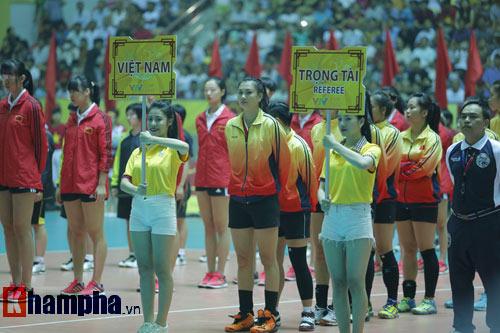 Ở tuổi băm, Hoa khôi Kim Huệ tung hoành trên sân - 4