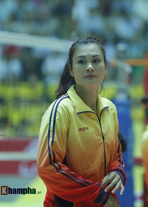 Ở tuổi băm, Hoa khôi Kim Huệ tung hoành trên sân - 1