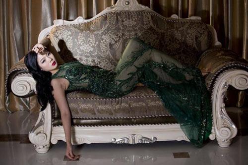 """Tuyển tập váy """"nhìn thấu da"""" của nữ hoàng phòng trà - 1"""