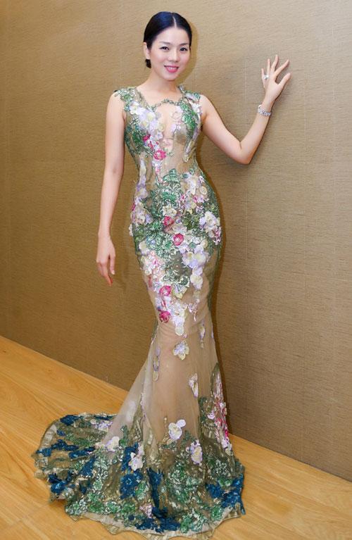 """Tuyển tập váy """"nhìn thấu da"""" của nữ hoàng phòng trà - 8"""