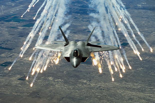 S-400 Nga có đủ sức bắn rụng F-22 Mỹ ở Syria? - 1