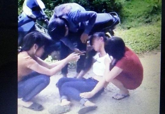 Xuất hiện clip cô gái trẻ bị tát, đá bất tỉnh tại chỗ - 2