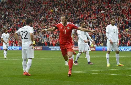 Bale tiến sát kỉ lục ghi bàn của xứ Wales - 1