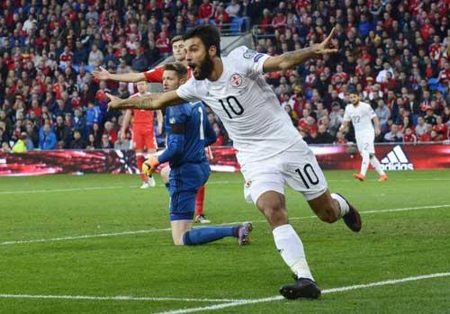 Bale tiến sát kỉ lục ghi bàn của xứ Wales - 2