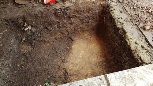 Phát hiện nền đất lạ ở khu vực khảo cổ tìm mộ Quang Trung - 2