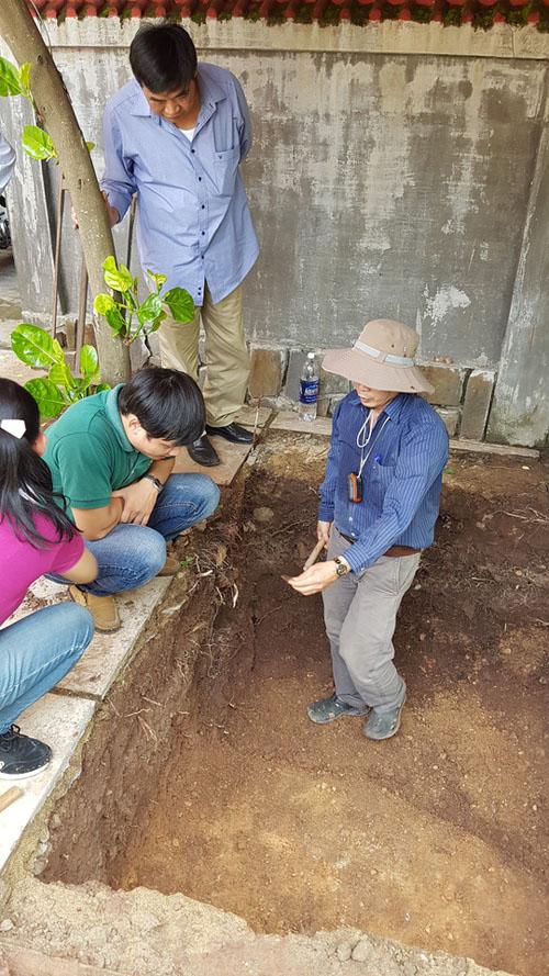 Phát hiện nền đất lạ ở khu vực khảo cổ tìm mộ Quang Trung - 3