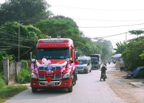 """9x Bắc Giang rước dâu """"cực chất"""" bằng xe container - 1"""