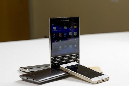 Blackberry Passport giảm 50% tạo cơn sốt tháng 10 - 2