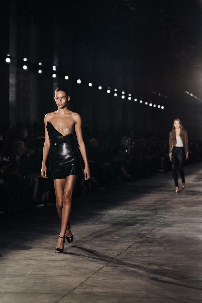 Những xu hướng thời trang làm điên đảo các quý cô Paris - 1