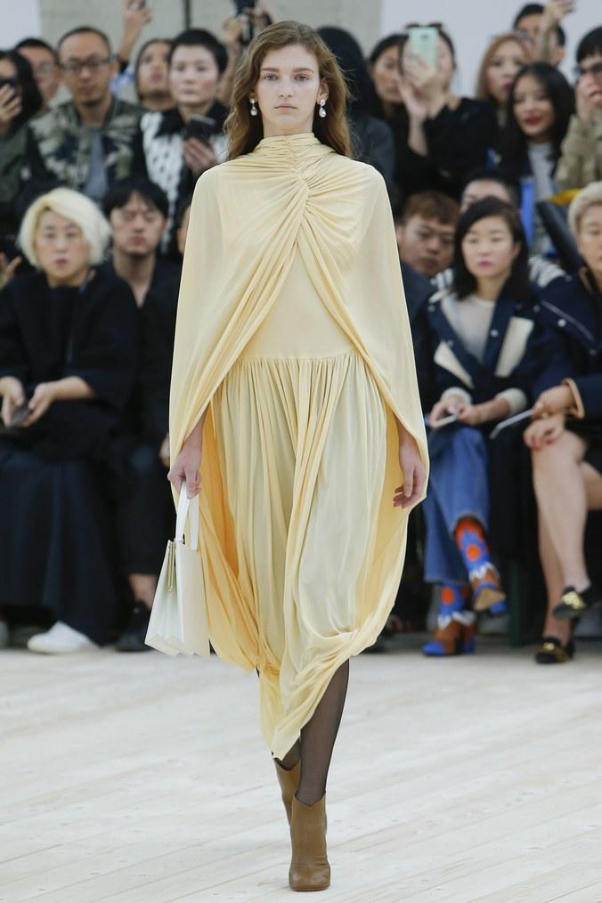 Những xu hướng thời trang làm điên đảo các quý cô Paris - 2