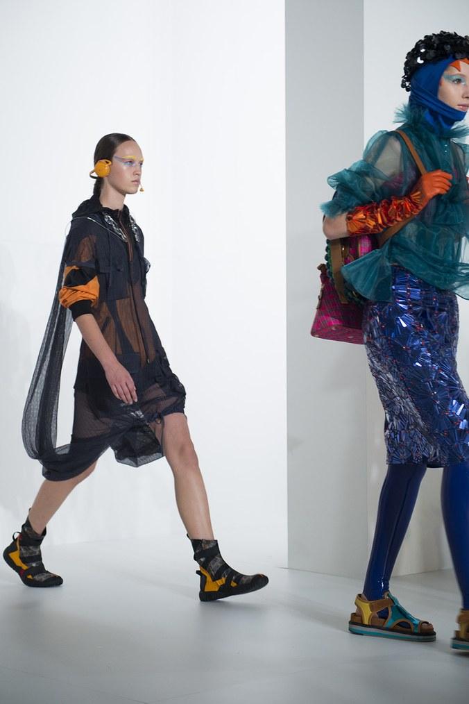 Những xu hướng thời trang làm điên đảo các quý cô Paris - 5