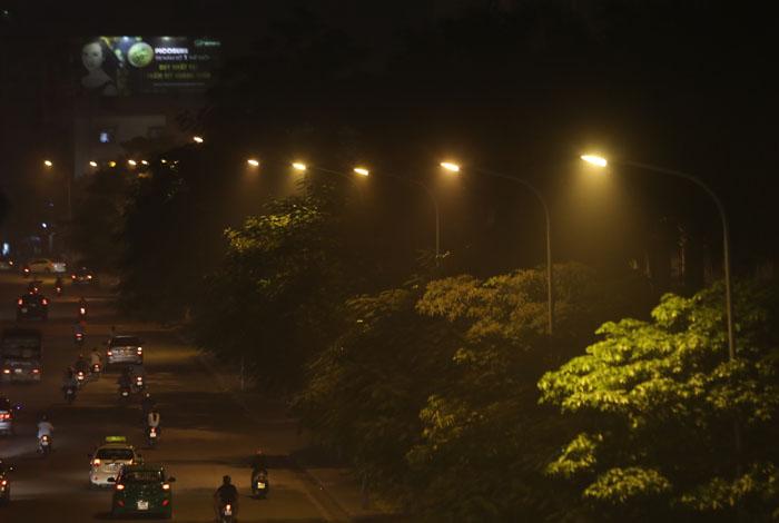 Ngột ngạt, cay mắt vì khói mù ở Hà Nội - 5
