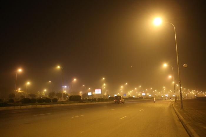 Ngột ngạt, cay mắt vì khói mù ở Hà Nội - 2