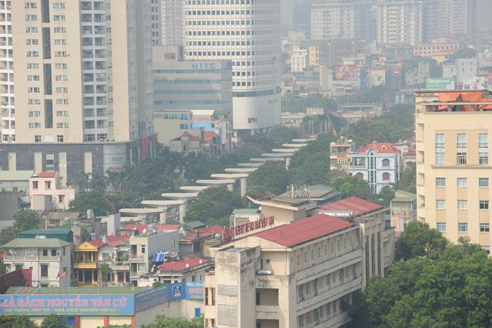 Ngột ngạt, cay mắt vì khói mù ở Hà Nội - 9