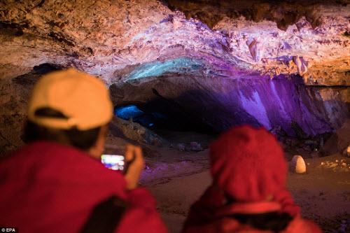 Khám phá vẻ đẹp của động băng khổng lồ ở Áo - 7