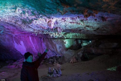 Khám phá vẻ đẹp của động băng khổng lồ ở Áo - 11