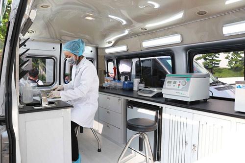 Vingroup trao tặng Thành phố Hà Nội 3 xe kiểm nghiệm thực phẩm - 4