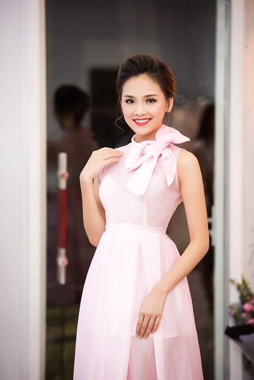 Top người đẹp Việt hội tụ, khoe nét xuân thì - 9