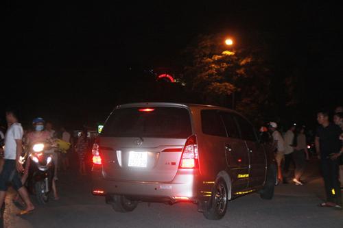"""Hàng trăm cảnh sát phải """"bảo vệ"""" Mr. Đàm diễn tại Vinh - 4"""