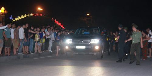 """Hàng trăm cảnh sát phải """"bảo vệ"""" Mr. Đàm diễn tại Vinh - 2"""