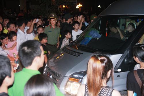 """Hàng trăm cảnh sát phải """"bảo vệ"""" Mr. Đàm diễn tại Vinh - 3"""