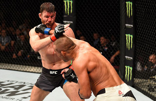 """UFC: Ăn đòn """"vỡ mặt"""", không thua còn vô địch - 1"""