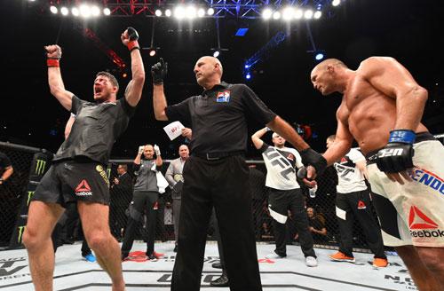 """UFC: Ăn đòn """"vỡ mặt"""", không thua còn vô địch - 2"""