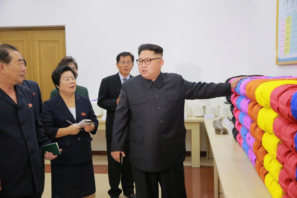 Kim Jong-un trông khác lạ trong lần xuất hiện mới nhất - 2