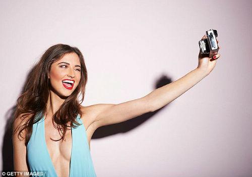 """Càng nghiện chụp ảnh """"tự sướng"""" càng dễ bị cô đơn - 1"""