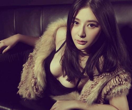Bất ngờ với nữ diễn viên Trung Quốc giống hệt Hồ Quỳnh Hương - 6