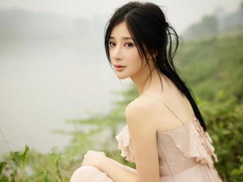 Bất ngờ với nữ diễn viên Trung Quốc giống hệt Hồ Quỳnh Hương - 7