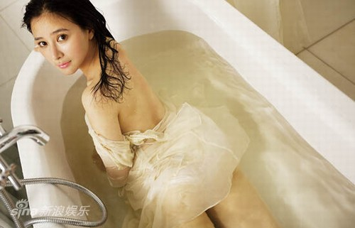 Bất ngờ với nữ diễn viên Trung Quốc giống hệt Hồ Quỳnh Hương - 13