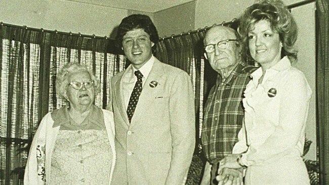 Tình tiết vụ người phụ nữ tố chồng bà Clinton cưỡng bức - 1