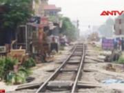 Video An ninh - Qua đường đón khách, xe ôm bị tàu hỏa tông chết