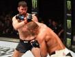 """UFC: Ăn đòn """"vỡ mặt"""", không thua còn vô địch"""